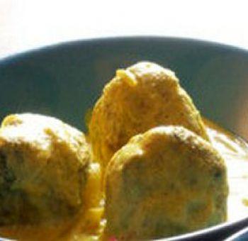 Boulettes d'épinards à la sauce au yaourt