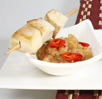 Brochettes de tofu, sauce satay