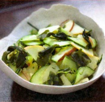 Salade de wakamé, concombre pommes