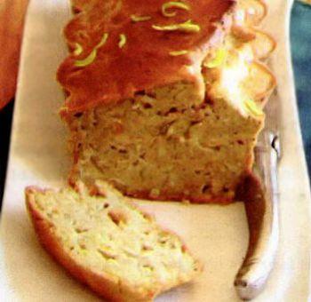 Cake salé au tofu fumé et purée d'amande