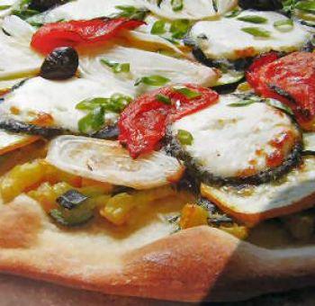 Pizza aux courgettes et au chèvre