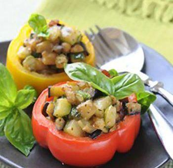 Poivrons à la farce végétarienne de légumes