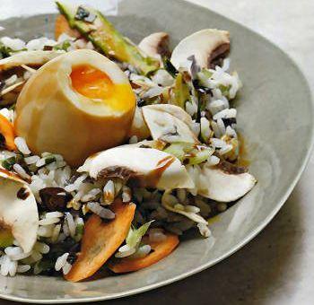 Oeufs mollets marinés, riz vapeur