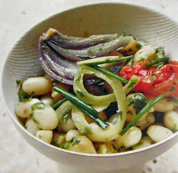 Salade de haricots cocos et pois chiches, pistou d'herbes