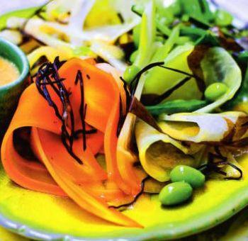 Salade de légumes, vinaigrette au miso