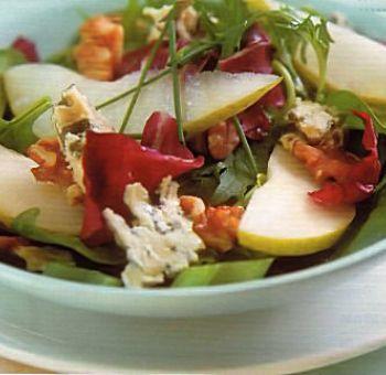 Poires et roquefort en salade