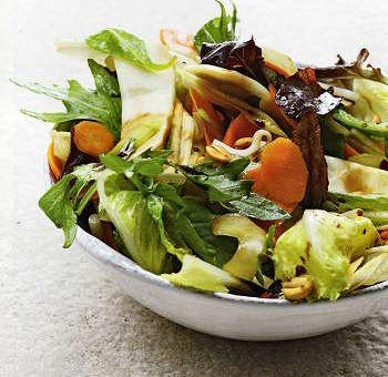 Sauté de légumes et de salades