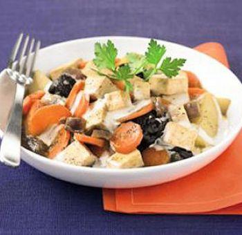 Tofu sauté aux pruneaux et aux carottes