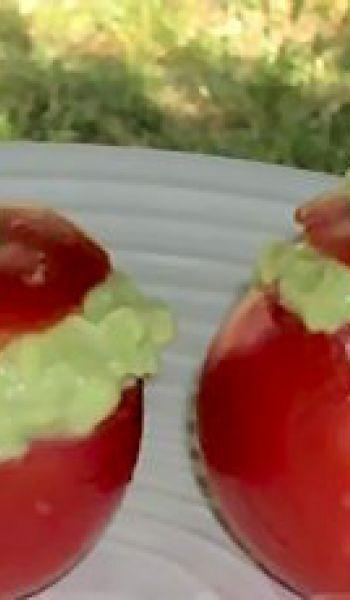 Tomates froides farcies à l'avocat