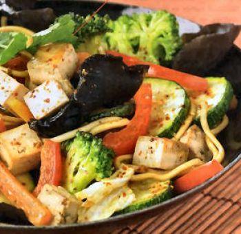 Wok de tofu aux champignons noirs