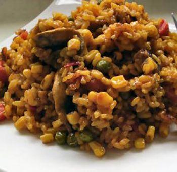 Paella végétalienne au riz complet